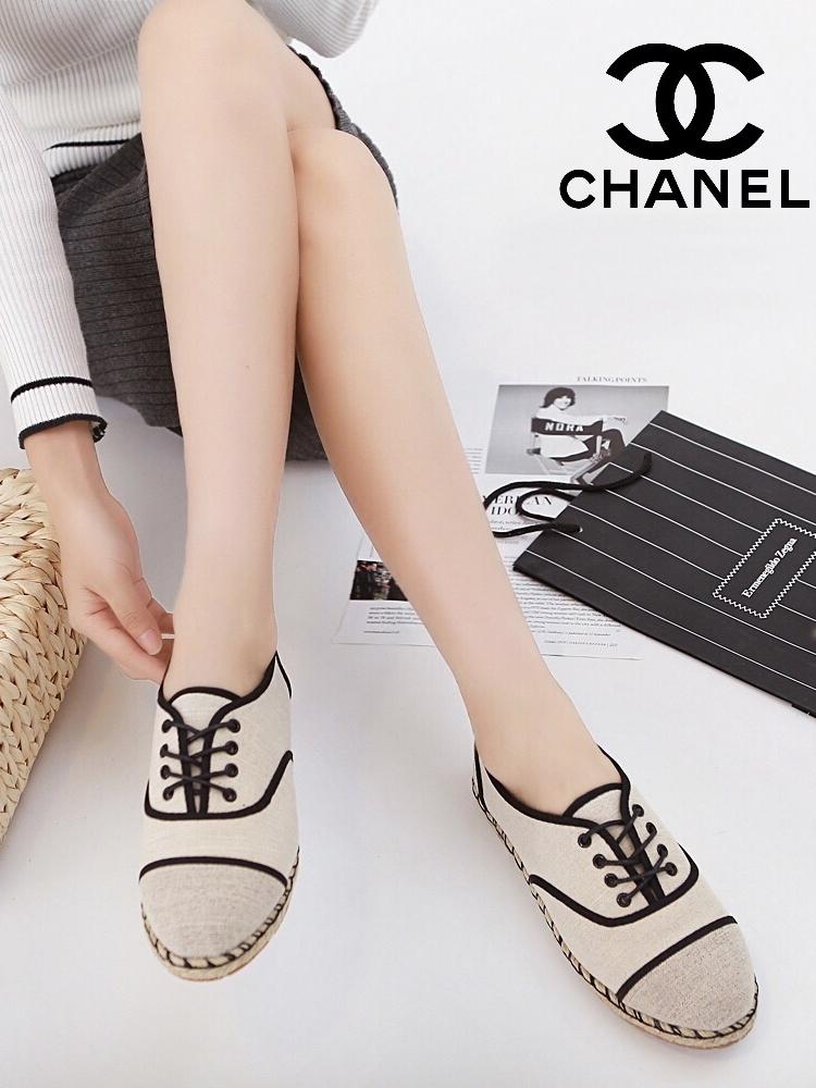 รองเท้าผ้าใบ สไตล์ชาแนล (สีครีม)