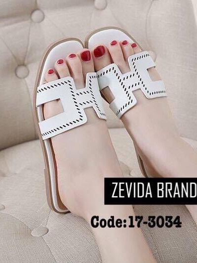 รองเท้าแตะผู้หญิงสีขาว แบบสวม สายหนังเจาะ (สีขาว )