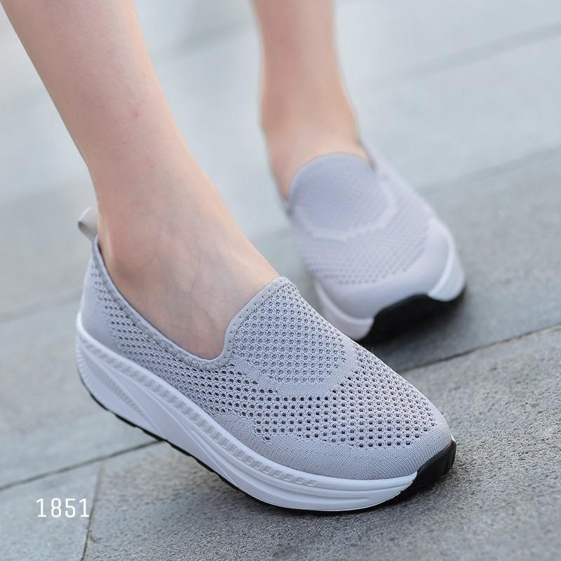 รองเท้าผ้าใบเสริมส้นสีเทา พื้นสุขภาพ มีรูระบายอากาศ (สีเทา )