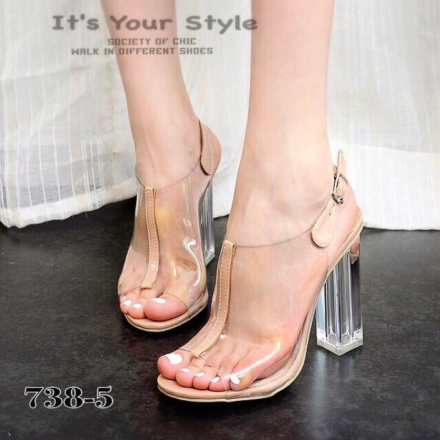 รองเท้าส้นสูงรัดส้นสีนู๊ด สายคาดพลาสติกใส ส้นแก้ว แบบญาญ่าใส่ (สีนู๊ด )