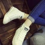 รองเท้าผ้าใบ หุ้มข้อ แบบเชือก ฟรุ้งฟร้ง (สีขาว )