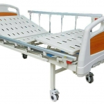 เตียงผู้ป่วย 2 ไกร์ มือหมุน แบบ ABS + เบาะที่นอน 4 ตอน + เสาน้ำเกลือ + MEA03