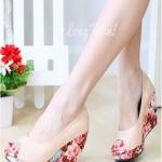 รองเท้าคัทชูส้นโอ่ง เปิดหัว ส้นพิมพ์ลายดอกไม้ (สีครีม )
