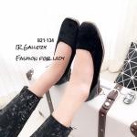 รองเท้าคัทชูส้นแบนหัวตัดสีดำ กำมะหยี่กึ่งเงา ปั้มลายกุหลาบ (สีดำ )