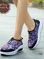 """รองเท้าผ้าใบสีดำ แฟชั่น ดีไซน์สวยแต่งแถบข้าง """"N"""" วัสดุผ้าตาช่าย มีน้ำหนักเบา สูงหน้า3ซม. ส้นสูง4.5ซม."""