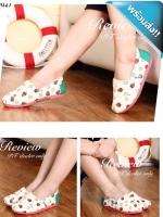 รองเท้าผ้าใบผู้หญิงสีขาว ลายสตรอเบอรี่ แบมสวม ส้นแบน ทรงTOM น่ารัก ทันสมัย แฟชั่นพร้อมส่ง