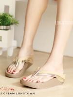 รองเท้าแตะเพื่อสุขภาพสีครีม แบบคีบ สายคาดแถบโทนเมทัลลิค (สีครีม )