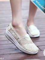 รองเท้าผ้าใบผู้หญิงสีครีม เสริมส้น ผ้าลูกไม้ แบบสวม ระบายอากาศได้ดี สวมใส่สบาย นุ่มสบายเท้า แฟชั่นเกาหลี แฟชั่นพร้อมส่ง