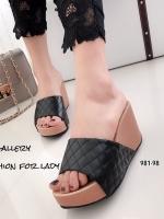 รองเท้าส้นเตารีด เปิดส้น แบบสวม หนังนิ่ม เย็บลายตาราง (สีดำ )