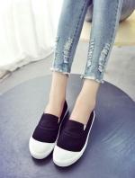 รองเท้าผ้าใบสีดำSlip on น่ารักน่ารัก วัสดุผ้านิ่ม พื้นยางเกรดเอ ใส่นิ่ม ใส่สบาย น่ารัก แมทได้กับทุกชุด ส้นสูง 2 ซม.
