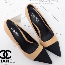 รองเท้าคัทชูส้นสูง หัวแหลม หนังนิ่ม สไตล์CHANEL (สีครีม )