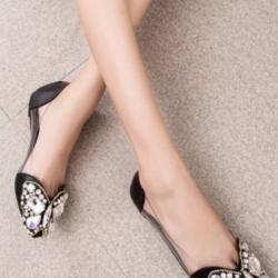 รองเท้าคัชชูสีดำ สินค้านำเข้า หน้าแต่งอะไหล่เพรช เม็ดเล็กและใหญ่ เป็นลายผีเสื้อ สวยมาก ขอบอกด้านข้าง ออกแบบเป็นพาสสติดใส แบบนิ่มไม่บาดเท้า