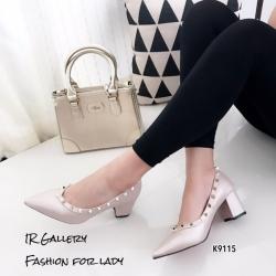รองเท้าคัทชูหัวแหลมสีเบจ หนังนิ่ม Style Valentino (สีเบจ )