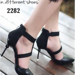 รองเท้าส้นสูงหัวแหลม t-strap (สีดำ)