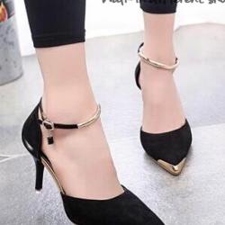 รองเท้าส้นสูง รัดข้อเท้า หัวแหลมสีทอง (สีดำ )