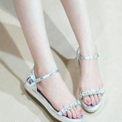 รองเท้าส้นเตี้ยสีเทา เสริมส้น1นิ้ว ความสูงหน้าหลังเท่ากัน วัสดุทำจากหนัง ประดับเพชร สายคล้องเป็นตะขอเกี่ยว น่ารักสุดๆ