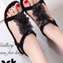 รองเท้าแตะ รัดส้น หนังชามัวร์นิ่ม แต่งดอกไม้ (สีดำ )