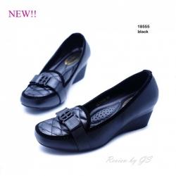 รองเท้าคัทชูส้นเตารีด สไตล์สาวออฟฟิศ งานหนังอย่างดี สวมใส่สบาย (สีดำ )