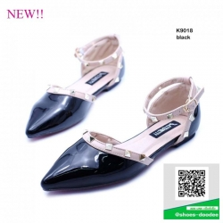รองเท้าส้นเตี้ยสีดำ รัดข้อ สไตล์ Valentino (สีดำ )