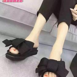 รองเท้าแตะเปิดส้นแต่งโบว์ใหญ่ (สีดำ)