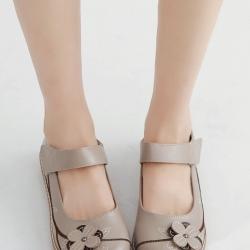 รองเท้าคัทชูเพื่อสุขภาพ หัวกลม แต่งดอกไม้ (สีครีม)
