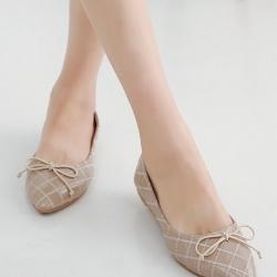 รองเท้าคัทชูส้นเตี้ย หัวแหลม หนังแก้ว (สีกากี)