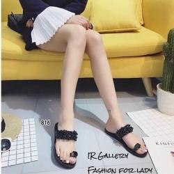 รองเท้าแตะผู้หญิงสีดำ สวมนิ้วโป้ง สายคาดประดับอะไหล่คริสตัล (สีดำ )