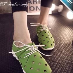 รองเท้าผ้าใบผู้หญิงสีเขียว หนังเจาะรู พื้นร่อง แบบเชือกผูก แฟชั่นเกาหลี ระบายอากาศได้ดี สวมใส่สบายเท้า แฟชั่นเกาหลี แฟชั่นพร้อมส่ง