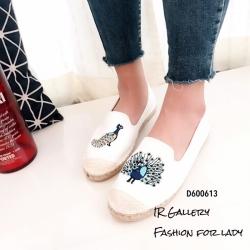 รองเท้าผ้าใบแฟชั่นสีขาว slip on ปักลายนกยูง (สีขาว )