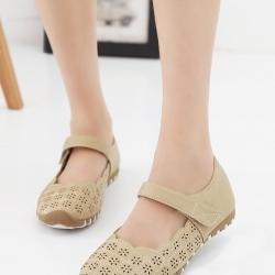 รองเท้าคัทชูเพื่อสุขภาพ เมจิกเทป หนังเจาะลายดอกไม้ (สีครีม)