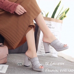รองเท้าส้นตันแบบสวมสีเทา เปิดส้น สายคาดแต่งหนังหยัก (สีเทา )