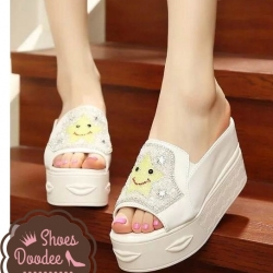 รองเท้าส้นเตารีดสีขาว แบบลำลอง นำเข้า เปิดหัว สไตส์เกาหลี ประดับคริสตัลวิ้งสุดๆ หน้าเท้าอูม+1