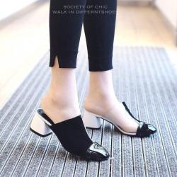 รองเท้าส้นตันเปิดส้นสีทูโทน สไตล์แบรนด์ CHANEL (สีขาว/ดำ )