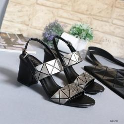 รองเท้าส้นตันรัดส้นสีเทา สายคาดสองระดับ หนังลายฮิต (สีเทา )