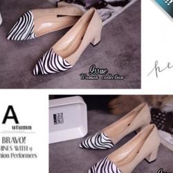 รองเท้าคัทชูผู้หญิงสีครีม ลายม้าลาย ส้นหนา หนังสักราจ ทรงทันสมัย แฟชั่นเกาหลี แฟชั่นพร้อมส่ง