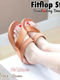 รองเท้าส้นเตารีด แบบสวมนิ้วโป้ง สไตล์fitflop (สีน้ำตาล )