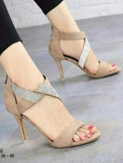 รองเท้าส้นสูง ปิดส้น รัดข้อเท้า สายคาดเพชร (สีแอปปริคอท )