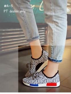รองเท้าผ้าใบสีเทา งานนำเข้า ผ้ายืดลายสีเทา ขอบยางมีเชือกผูก นน.เบา ส้นพียู สูง1.5นิ้ว ห้ามพลาด