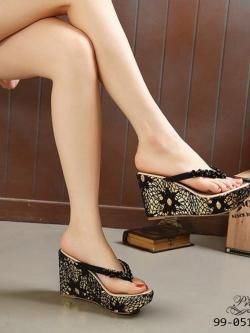 รองเท้าส้นเตารีดแบบคีบสีดำ สไตล์โบฮีเมียน (สีดำ )