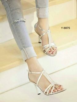 รองเท้าส้นสูงรัดส้น สไตล์YSL (สีเงิน )