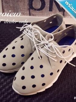 รองเท้าผ้าใบผู้หญิงสีเทา หนังเจาะรู พื้นร่อง แบบเชือกผูก แฟชั่นเกาหลี ระบายอากาศได้ดี สวมใส่สบายเท้า แฟชั่นเกาหลี แฟชั่นพร้อมส่ง
