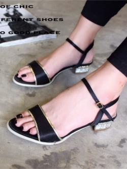 รองเท้าส้นเตี้ย รัดข้อเท้า ผ้าซาติน ส้นตันฝังเพชร สวยหรู (สีดำ )