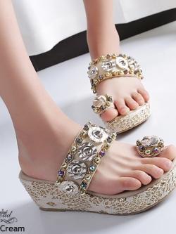 รองเท้าแตะเปิดส้นสีครีม แบบคีบผ้าลูกไม้ สไตล์โบฮีเมียน (สีครีม )