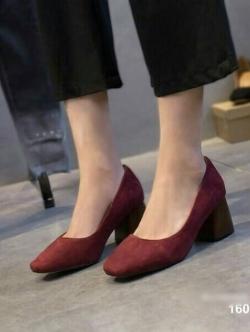 รองเท้าคัทชูส้นสูง หัวตัด ส้นไม้ (สีแดง )