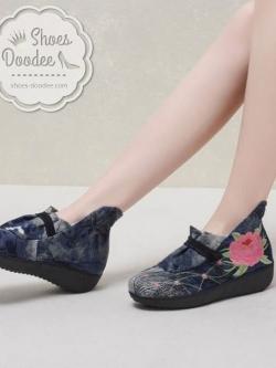 รองเท้าบูทปักลายดอกกุหลาบ (สีดำ)