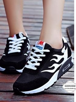 รองเท้าผ้าใบเสริมส้นสีดำ สไตล์เกาหลี ทรงสวย สีสดร้อนแรงแต่งลายไฟ สวมคมโฉบเฉี่ยว