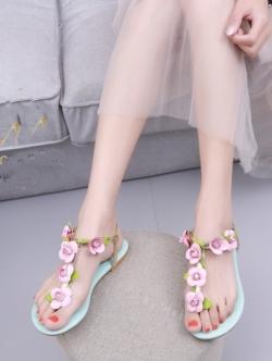 รองเท้าแตะสีฟ้า รัดส้น roger vivier แบบชนช้อป งานเหมือนเเท้ ยางยืดรัดส้นด้านหลังสวมใส่ง่าย หน้าดอกกุหลาบฝังเพชร แบบสวยการันตี