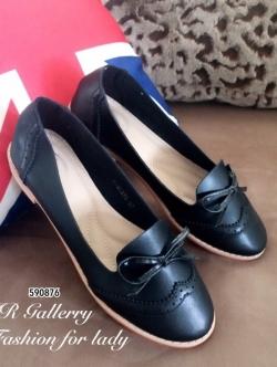 รองเท้าคัทชูผู้หญิง หนังพียูนิ่ม ฉลุลาย แต่งโบว์ (สีดำ )
