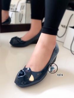 รองเท้าคัทชูส้นเตารีดแต่งกุหลาบด้านหน้า (สีน้ำเงิน )