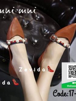 รองเท้าคัทชูส้นแบนสีแดง หัวแหลม แต่งมุข (สีแดง )